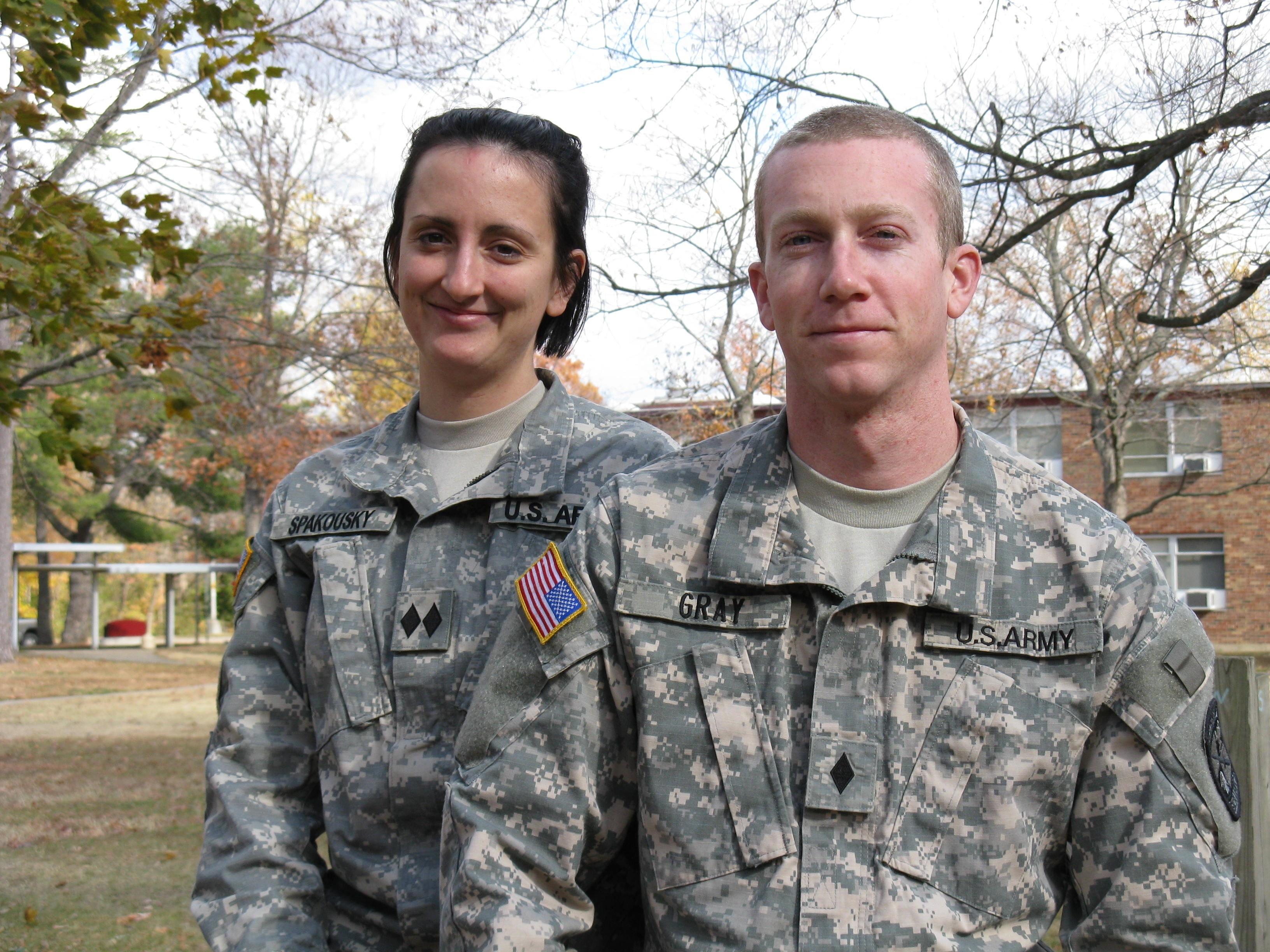 ROTC Cadet dating asioita kysyä kaveri, kun ensimmäinen alkaa dating