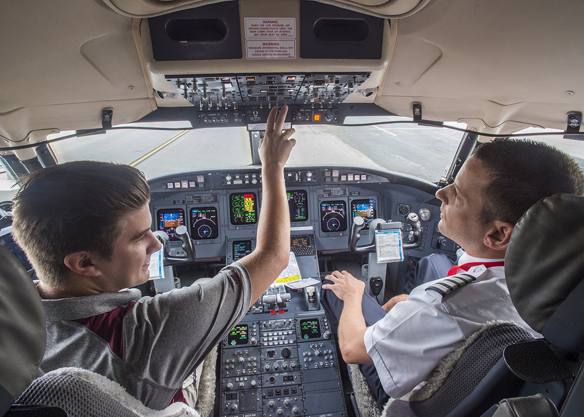 Pilot pathway program with Air Wisconsin to help SIU students land jobs